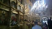 006 Перед Крестом непрерывно совершались молебны с акафистом