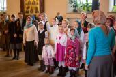 008. Дети из Свято-Елизаветинского приюта, находящегося в обители, исполнили песню