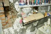 012. На стенах спортзала фотографии убитых детей