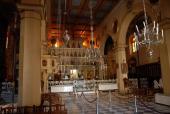 019. Внутреннее убранство кафедрального собора. Мощи царицы Феодоры находятся справа от алтаря.