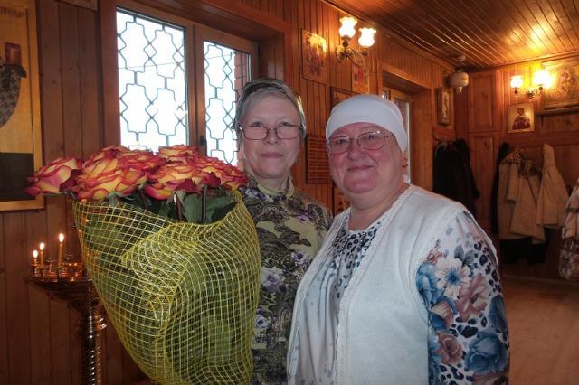 022. Наши певчие (слева направо) - регент Нина Маркина и  Надежда Ларикова