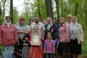 Наша паломническая группа в лесу, ведущему в оптинский скит