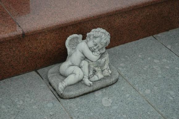 034. Один из ангелочков на могиле