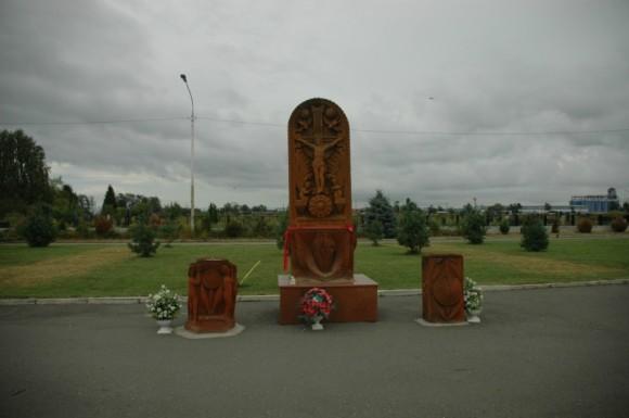 035. Памятный армянский крест