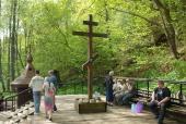 Крест на святом источнике в Шамордине