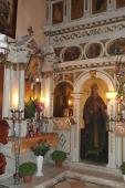 095. Левая часть иконостаса с иконой великомученицы Екатерины, часть мощей которой есть в этом храме