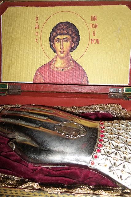 109. Мощи великомученика Пантелеимона сохраняют температуру человеческого тела