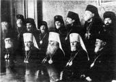 Митрополиты Алексий, Сергий и Николай кружении архиереев, возвращенных из ссылки