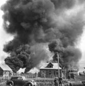 14. Немецкие солдаты в советской деревне июнь 1941 г.