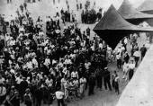 001. Советские люди слушают правительственное заявление о начале войны