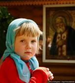 у иконы преподобного Серафима