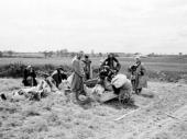 13. Беженцы в районе Пскова июль 1941 г.
